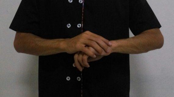 Contoh seragam kantor unik dengan sentuhan batik