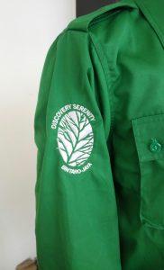 Seragam kantor hijau untuk kesan segar dan penuh semangat